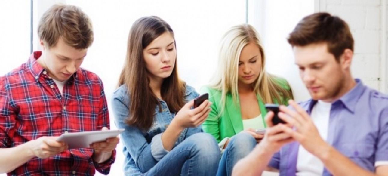 Пользователи соцсетей и мессенджеров