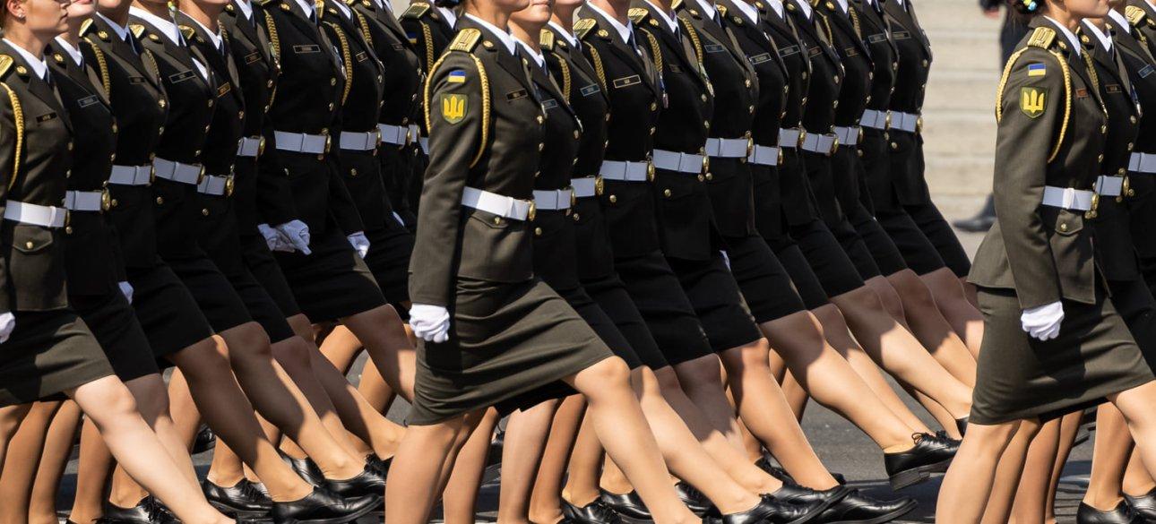 женщины военные, парад независимости 2021, курсантки