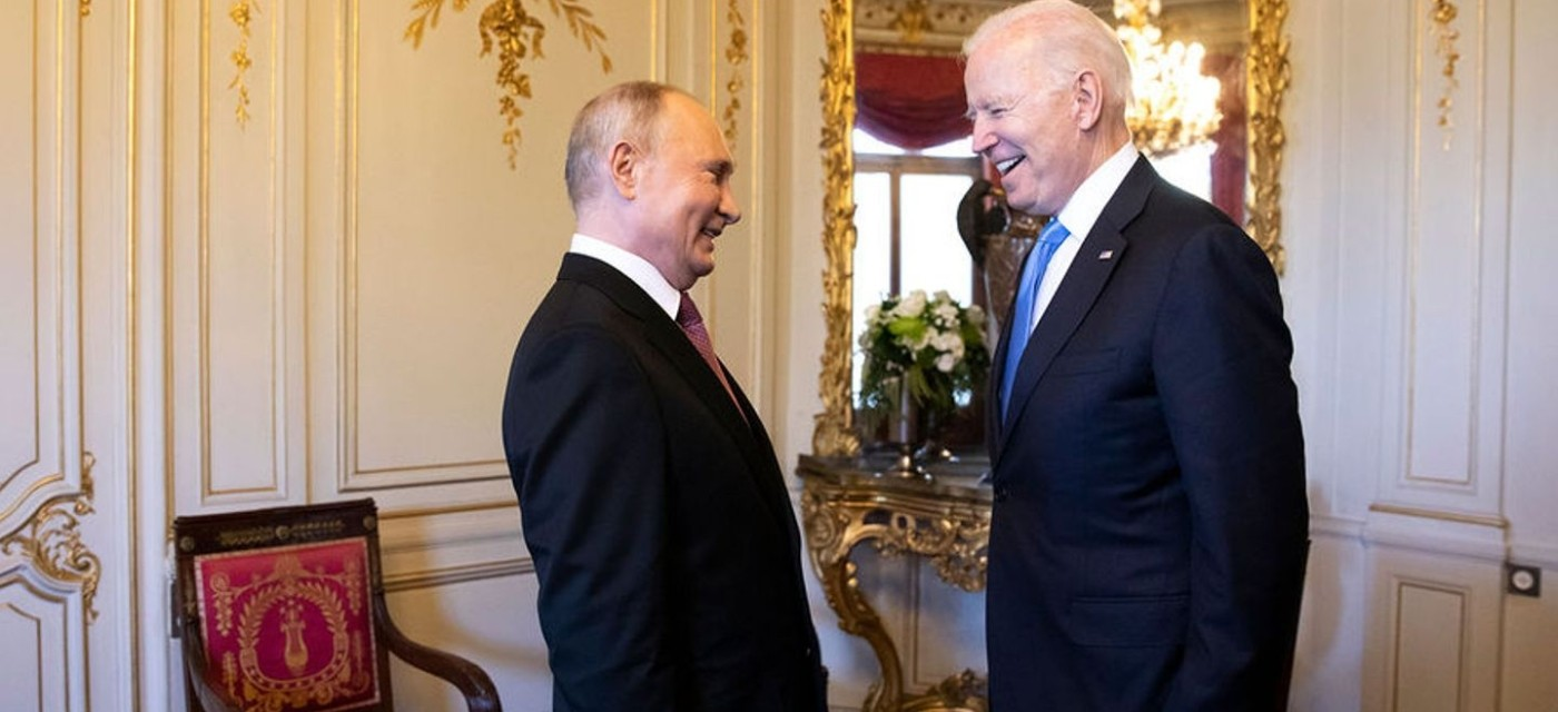 Путин и Байден смеются