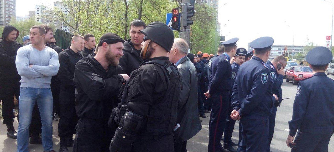 """Представители ГО """"Майдан"""", разгонявшие активистов на Позняках / Фото: informator.news"""