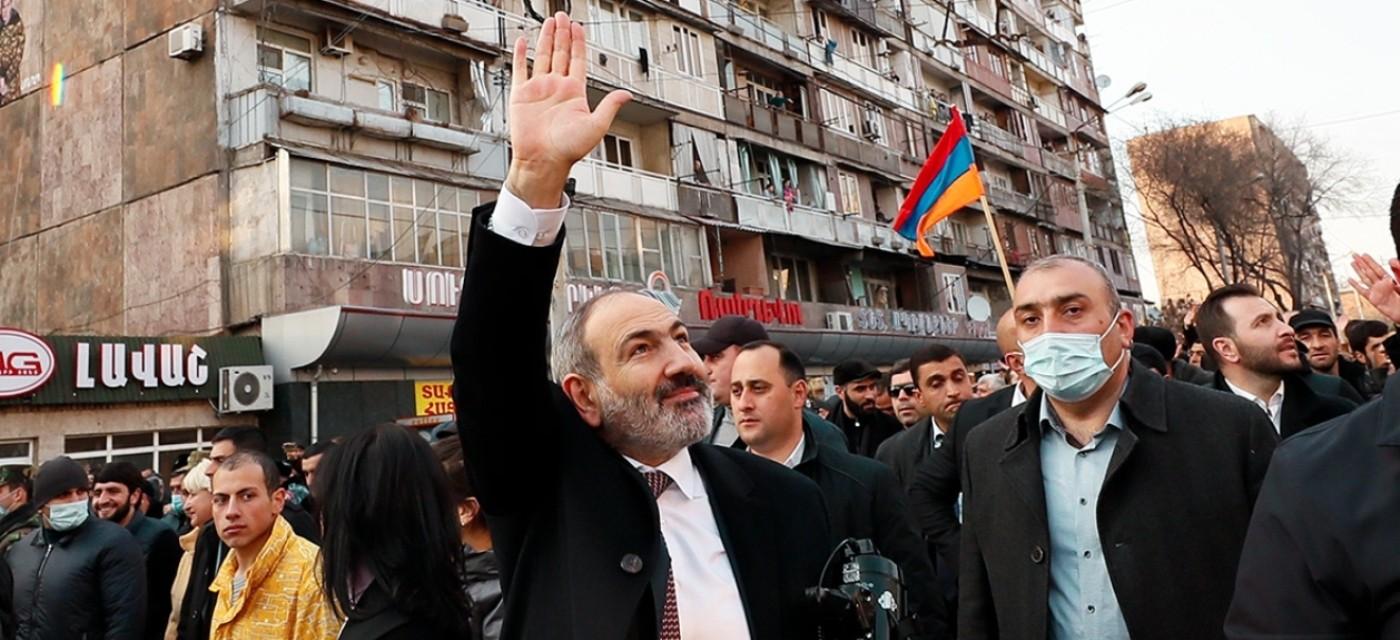 """Ненависть к """"бывшим"""" и к национальной олигархии оказалась в армянском обществе сильнее азербайджанской угрозы"""