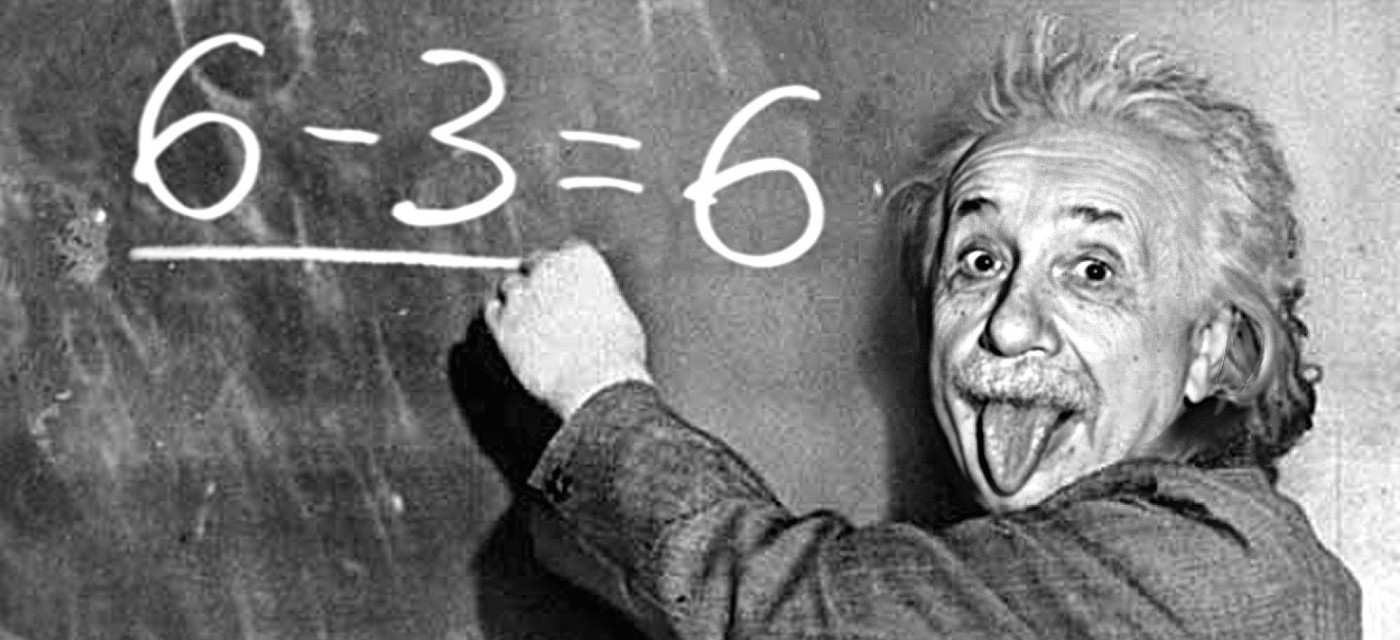 Альберт Эйнштейн с высунутым языком