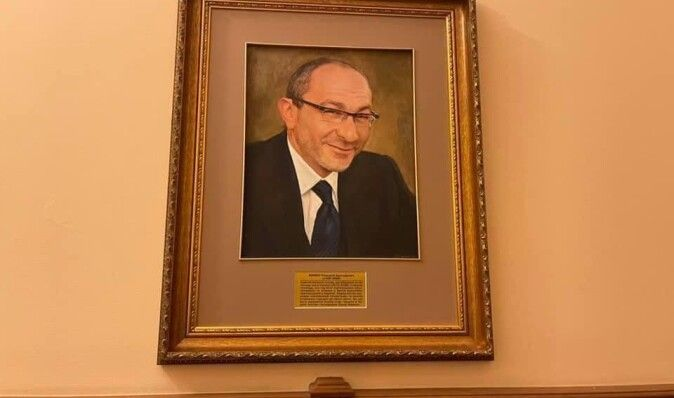 """""""Відродження патріотизму"""": у міськраді Харкова повісили портрет Кернеса (фото)"""