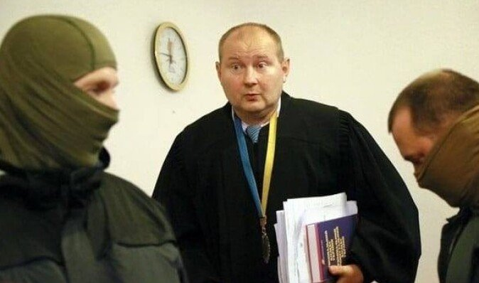 Чаус на суде заявил, что четыре месяца сидел в подвале с маской на лице