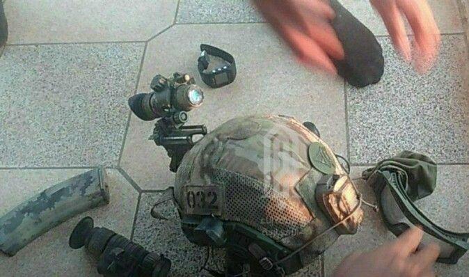 Российский спецназовец подорвался под Идлибом: сирийские боевики показали трофеи