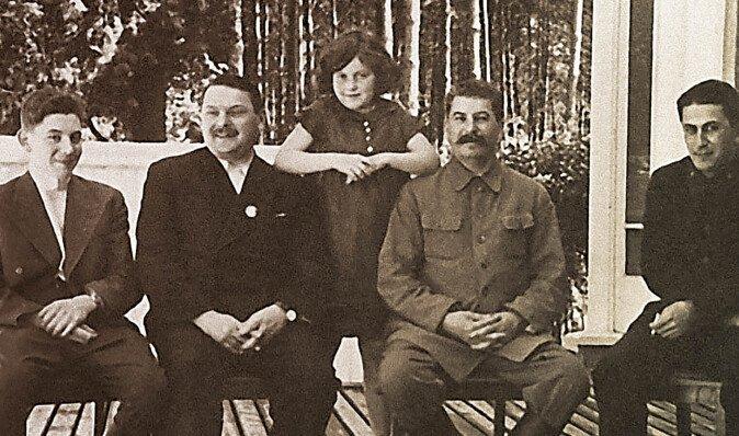 """Вожди и дети. Чем баловала и как наказывала судьба """"кремлевских детей"""" СССР"""