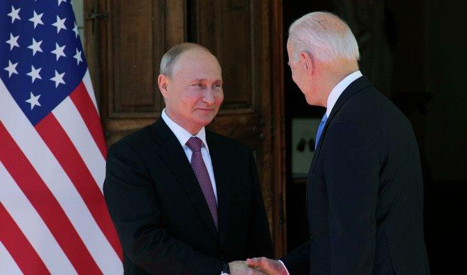 Байден провів переговори з Путіним: що обговорили президенти США й РФ