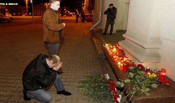 В Минске спустя год почтили память жертв теракта в метро