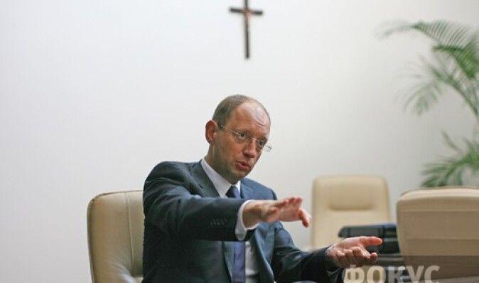 Яценюк предложил выдавать звание Героя Украины не только украинцам