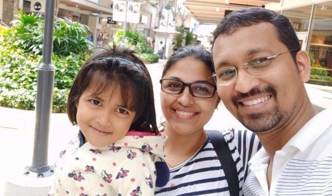"""Розлучені """"короною"""": п'ятирічна дівчинка застрягла в Індії, її батьки — в Австралії (фото)"""