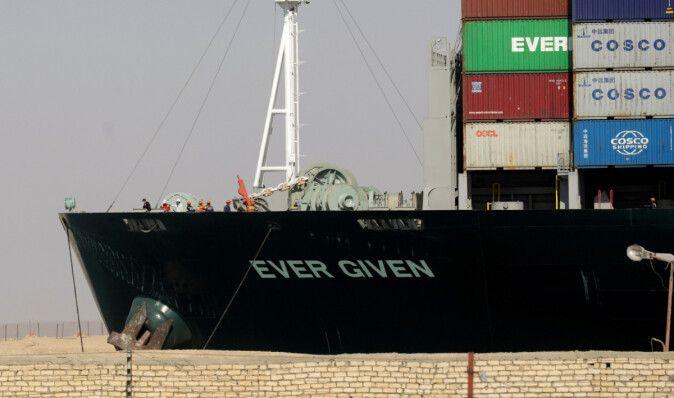 Заблокировавшее Суэцкий канал судно Ever Given прибыло в пункт назначения спустя 4 месяца (видео)