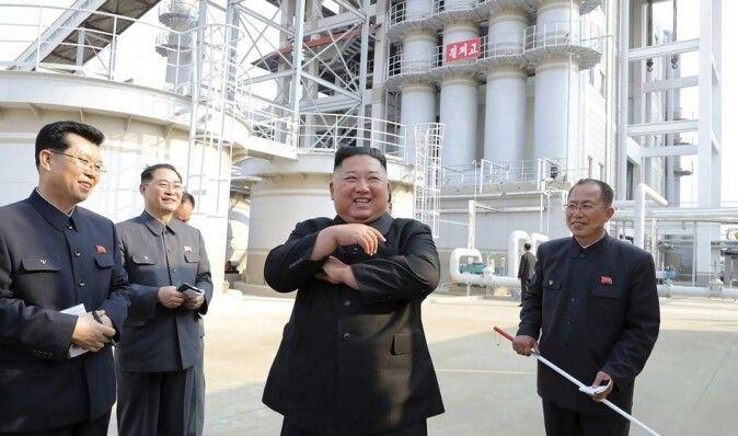 """Разведка Южной Кореи назвала причины """"исчезновения"""" Ким Чен Ына"""
