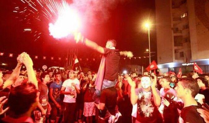 40 тысяч демонстрантов в Тунисе потребовали отставки правительства