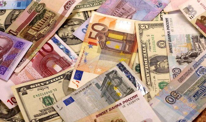 Доллар в обменниках подешевел на 41 коп. в продаже