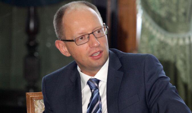 Яценюк уверяет, что не пользуется услугами политтехнологов