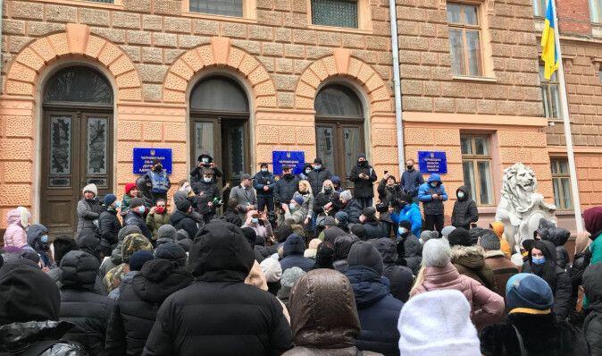 В Черновцах протестуют предприниматели против карантинных ограничений (фото. видео)