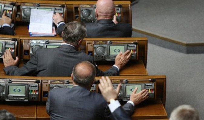 Яценюк предложил сажать в тюрьму за голосование чужими карточками
