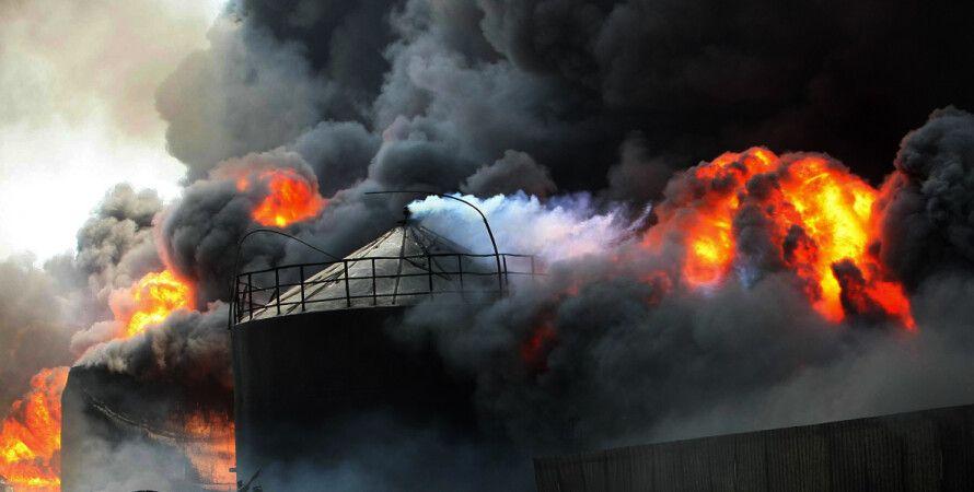 """Пожар на нефтебазе """"БРСМ-Нафта"""" / Фото: Тарасов Владимир/Укринформ"""