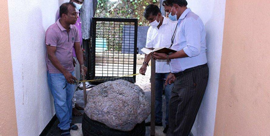 Шри-Ланка, сапфир, скопление сапфиров