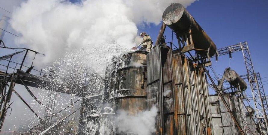 Тушение пожара на Луганской ТЭС после обстрела 9 октября / Фото: ЕРА/UPG