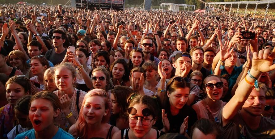 фестиваль Атлас Вікенд — натовп глядачів