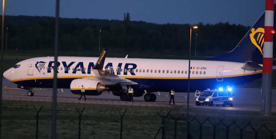берлин, угроза взрыва, Ryanair, самолет, экстренная посадка, взрыв, угроза взрыва, германия, минирование, взрыв