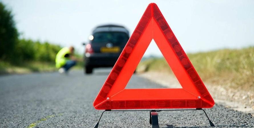 автомобіль, знак аварійної зупинки, фото