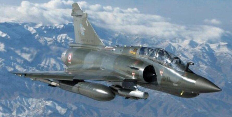 Фото: Французский истребитель Mirage 2000D / oruzhie.info)