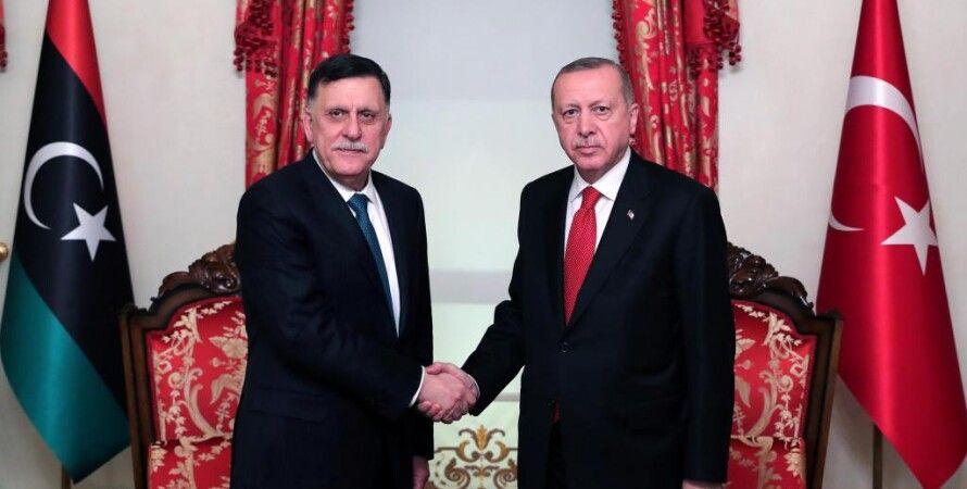 Реджеп Тайип Эрдоган (справа) и Фаиз Саррадж. Фото: RFI