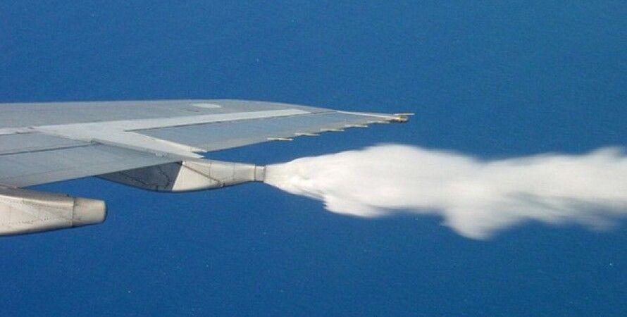 Аварийный сброс топлива с самолета. Фото: CNN