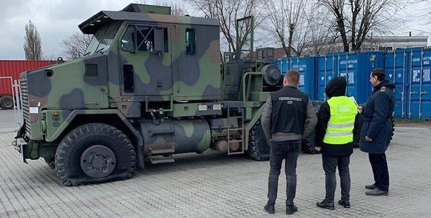 Тягач Oshkosh М1070, который пытались ввезти в Украину. Фото: facebook.com/UkraineCustoms