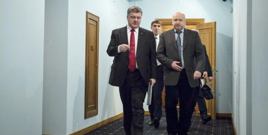 Петр Порошенко и Александр Турчинов перед заседанием СНБО 5 февраля / Фото: сайт президента Украины