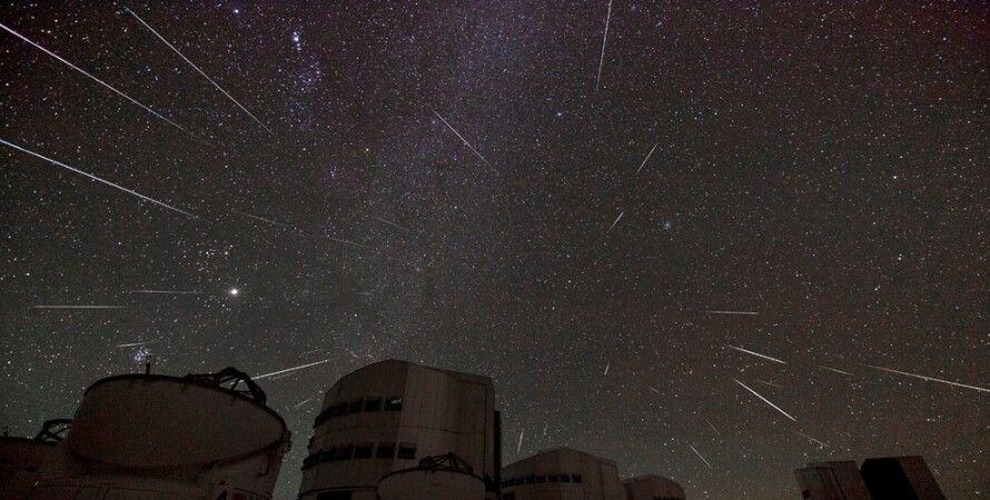 Композиция звездопада Геминид над Паранальской обсерваторией в Чили / Фото: Stéphane Guisard/Los Cielos de America/TWAN