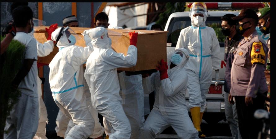 индонезия, врачи, умерший, коронавирус, фото