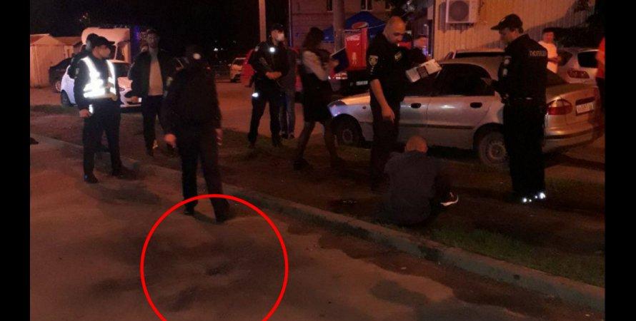Место взрыва гранаты вХарькове: наместе все еще  работают правоохранители