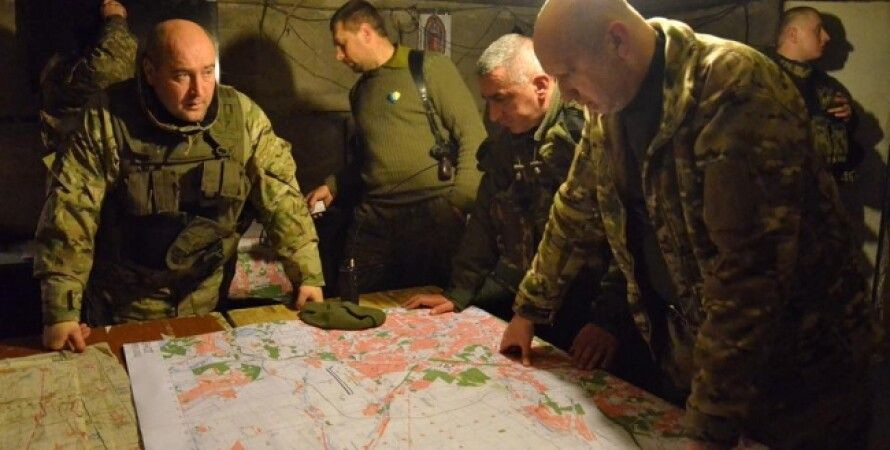 Александр Турчинов во время поездки на фронт / Фото пресс-службы СНБО