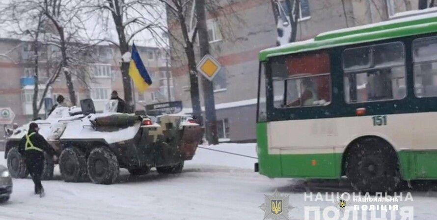 БТР, тролейбус, рівно, евакуація, сніг, негода