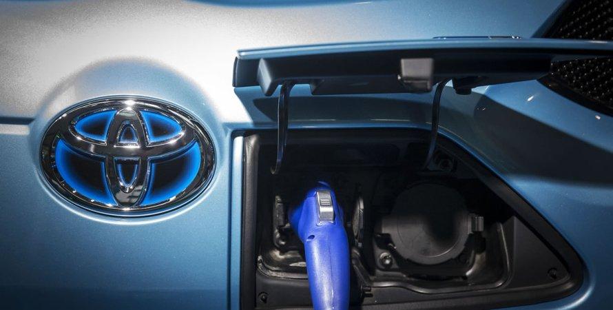 Toyota виступає проти електромобілів