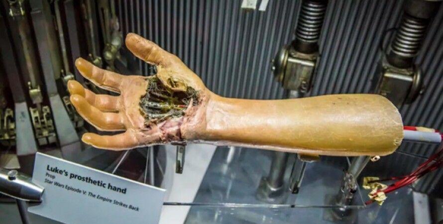 Рука Люка Скайуокер из фильма. Фото: James Martin/CNET