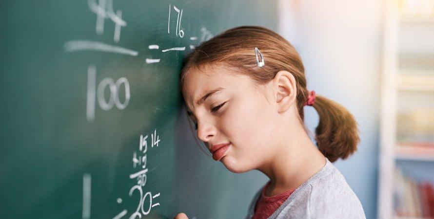 ВНО по математике, девочка у доски, математика в школе