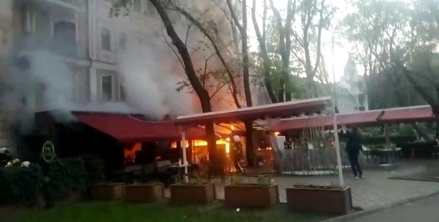 """Пожар, Одесса, ресторан """"Щастье"""", отель """"Пале-Рояль"""