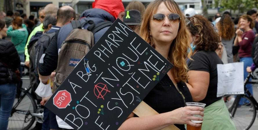 Франция, вакцинация, протест,