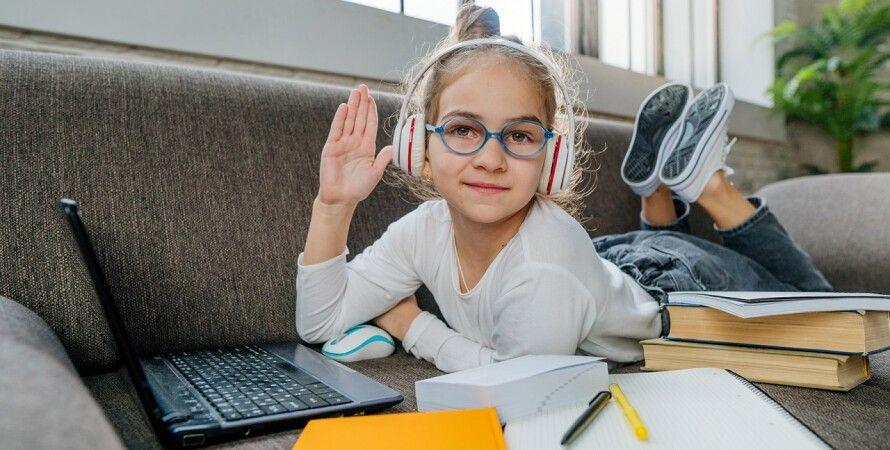 дівчинка, учениця, онлайн-навчання, дистанційне навчання