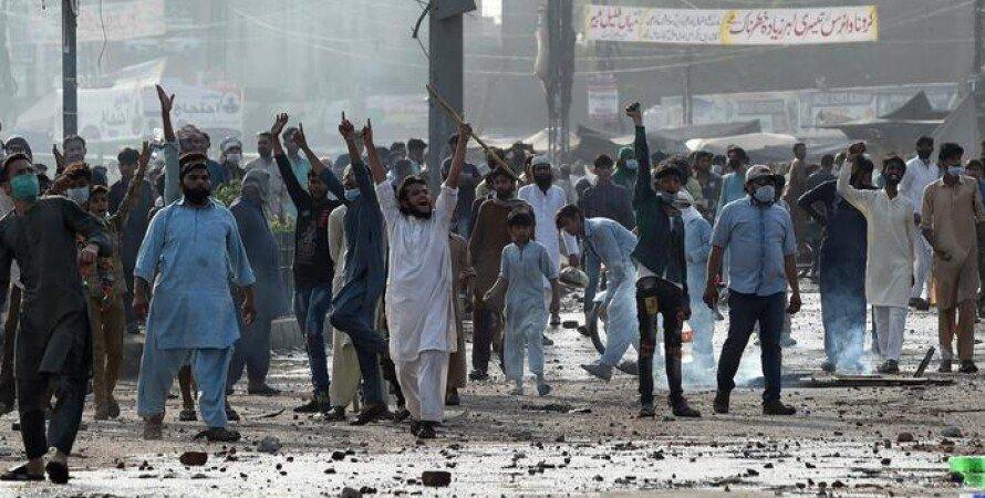 Пакистан, Соцмережі, Інтернет, Ісламісти, Протести