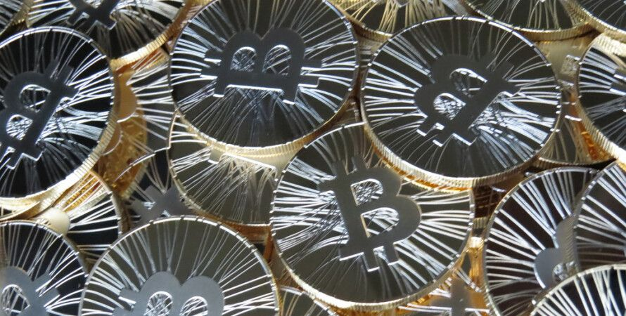 Фото: Physical bitcoin statistic coin Antana