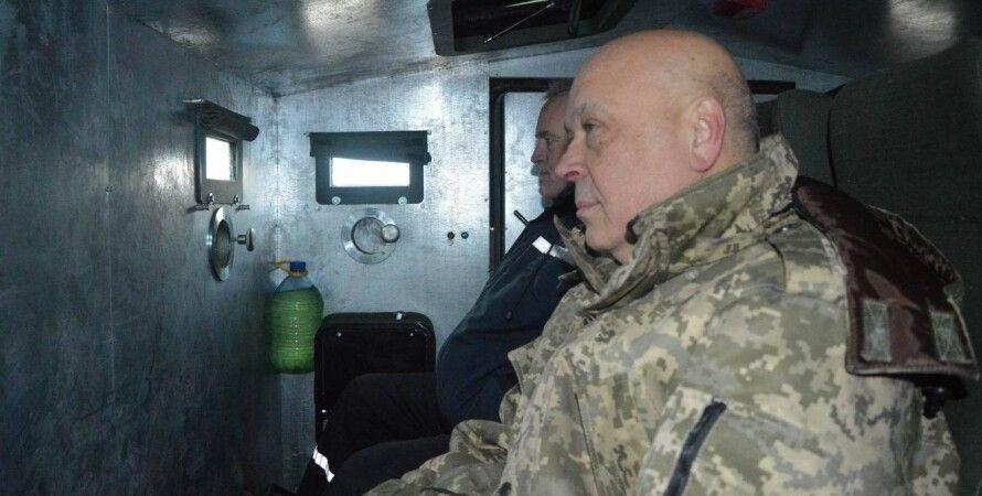Геннадий Москаль в бронеавтомобиле / Фото: Facebook Луганской ОГА