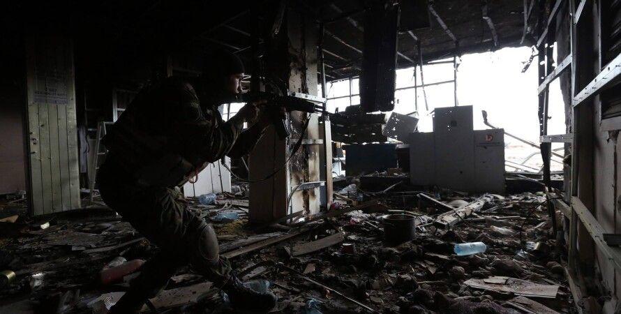 "Боец АТО в аэропорте ""Донецк"" / Фото: facebook.com/sergei.loiko"