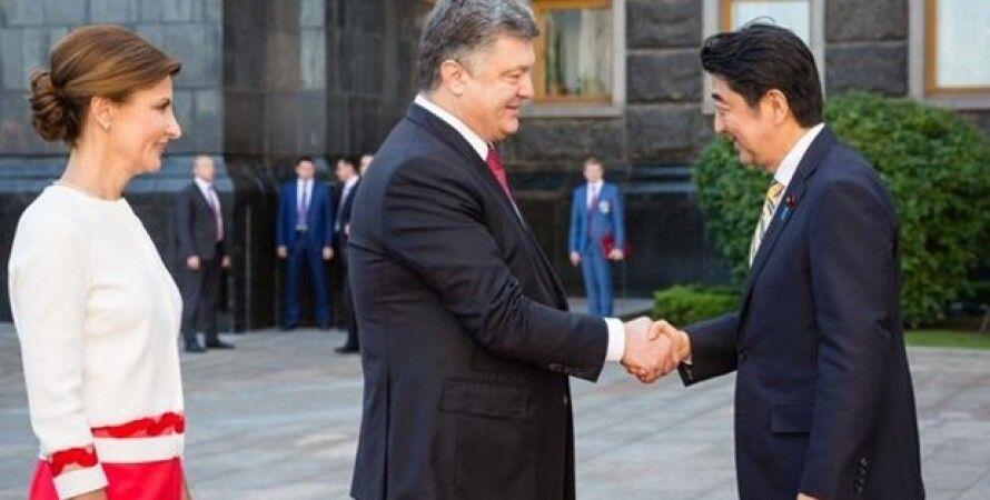 Петр Порошенко и Синдзо Абэ  / Фото: Twitter
