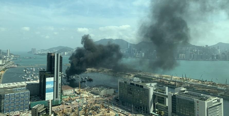 пожар, пожар в Гонконге, ЧП на пристани в Гонконге