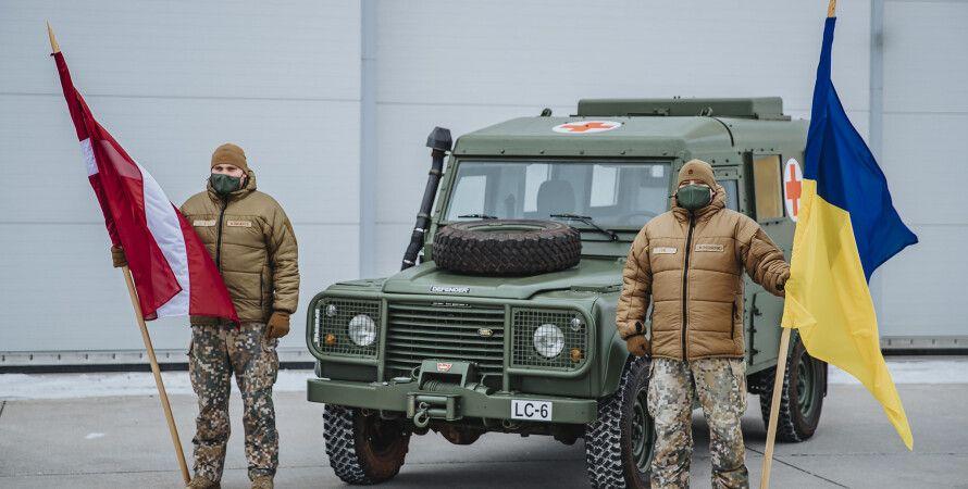 land rover, військова допомога Латвії, передача техніки в ЗСУ, медичні автомобілі в ЗСУ, land rover, snatch,